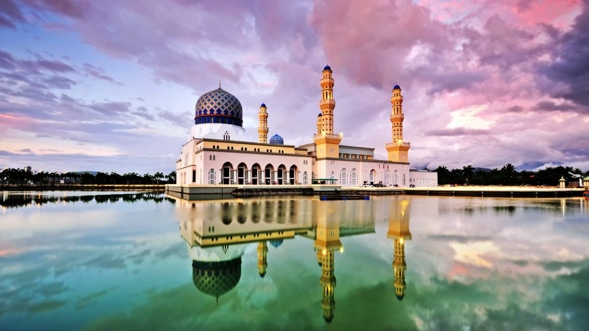 Kota Kinabalu Mosque farview sunset, included in tours offered by Asia Vacation Group